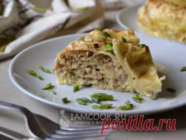 Вкусный пирог-улитка из тонкого лаваша с начинкой из обжаренного фарша с луком под молочно-яичной заливкой и корочкой из расплавленного сыра