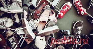 5 простейших способов избавиться от неприятного запаха обуви Прежде чем выбросить дурнопахнущую пару кроссовок, попробуйте эти 5 простых способов избавиться от неприятного запаха с помощью подручных средств, которые у многих есть дома.