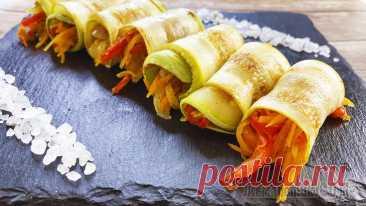 Рулетики из кабачков с овощами