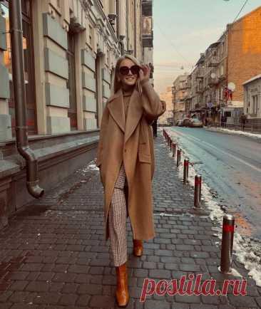 Как носить пальто с сапогами Талант создания идеального образа заключается в умении грамотно сочетать вещи между собой. Одним из важных аспектов модного стиля является гармоничный подбор под пальто моделей сапог. Учитывается при ...