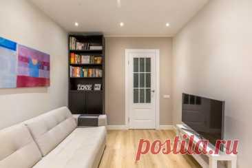 Чем заменить обычную стенку в гостиной? Громоздкая стенка, безусловно, вмещает в себя много вещей, но если вы хотите получить современный интерьер, советуем от неё избавиться. Публикуем несколько идей о том, что разместить в комнате вместо стенки.