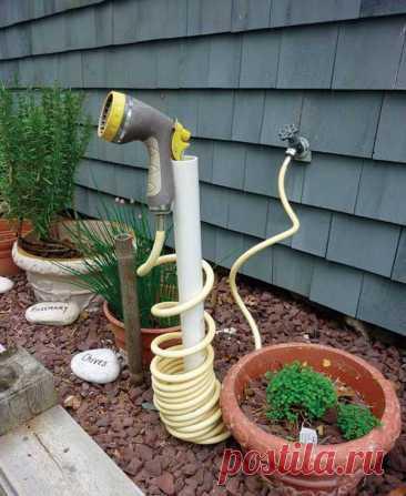 Недорогие садовые проекты из ПВХ-труб Вы знаете, что в своем саду можно использовать трубы из ПВХ? Они не только прочные, водонепроницаемые и дешевые, но и идеальный материал для самодельных садовых проектов.