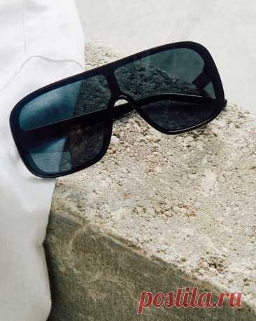 Чтобы придать любому образу немного роскоши или непринужденности, используйте солнцезащитные очки. Только взгляните на эту стильную модель, она придаст вашему стилю шик и сделает ваш образ более эффектным. #HM