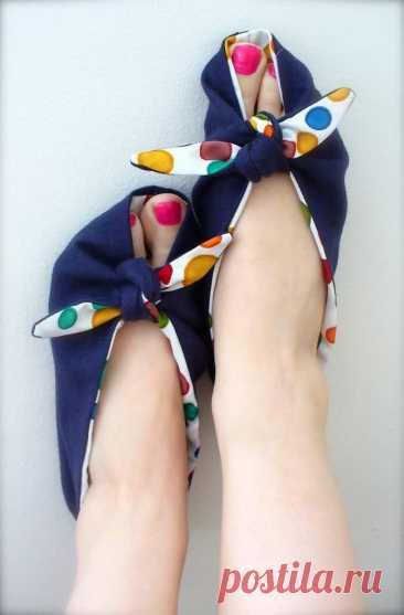 Необычные мягкие тапочки: сменная обувь легко и просто.