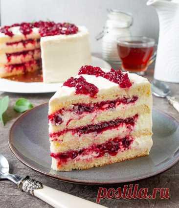 Клюквенный торт с маскарпоне на Вкусном Блоге В эфире снова сладкий понедельник 🙂 Сегодня у меня для вас рецепт прекрасного сезонного торта с клюквой. Хотя его можно готовить круглый год – купить замороженную клюкву можно хоть зимой, хоть летом. Кислинка клюквенной прослойки прекрасно балансируется нежным сливочным кремом с маскарпоне. А бисквит женуаз (он же генуэзский бисквит) делает…