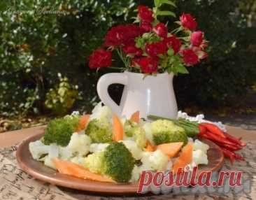 Цветная капуста и брокколи на пару в мультиварке - 8 пошаговых фото в рецепте Овощи, приготовленные на пару в мультиварке, станут полезным и вкусным гарниром к мясу, рыбе. Овощи получаются очень вкусными, не разваренными. Такое блюдо будет находкой для людей, соблюдающих диету, держащих Пост или придерживающихся правильного питания. В этот раз я решила приготовить цветную ...