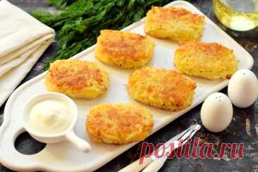 Хашбраун – картофельные драники по-американски (честно говоря, они намного вкуснее наших) В классический состав хашбраун допустимы различные добавки – сыр, зелень, чеснок. Попробуйте, это очень вкусно. Лично мне хашбраун нравится даже больше наших плоских драников. Что потребуется: Картофе