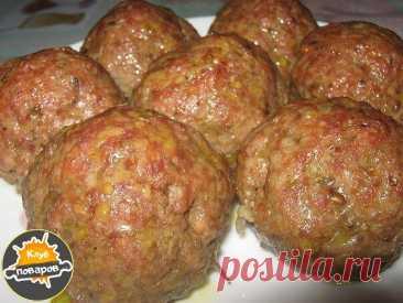 Мясо – овощные колобки.  фарш (говядина+свинина)500-600 г картофель сырой 1 шт. морковь сырая 1 шт. лук 1 шт. перец болгарский 1 шт. не большой зелень по вкусу соль,базилик,перец чёрный молотый  Картофель, морковь, лук, перец, зелень смешать в блендере, добавить к фаршу, добавить специи, перемешать. Слепить колобки и выложить на противень. Отправить в духовку t 200, на 30 минут. Минут за 10 до конца приготовления накрыть фольгой, так как хорошо уже зарумянятся.