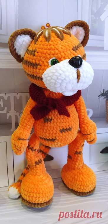 PDF Тигрёнок Тимка крючком. FREE crochet pattern; Аmigurumi animal patterns. Амигуруми схемы и описания на русском. Вязаные игрушки и поделки своими руками #amimore - плюшевый тигр, большой тигренок из плюшевой пряжи, котик, кот, кошечка, кошка, котенок.
