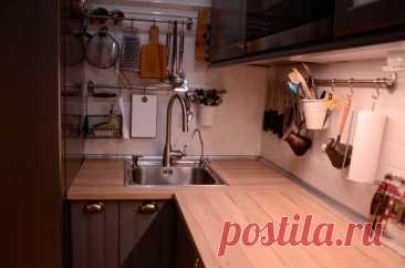 Уютная кухня 10 кв.м. серого цвета из Икеа
