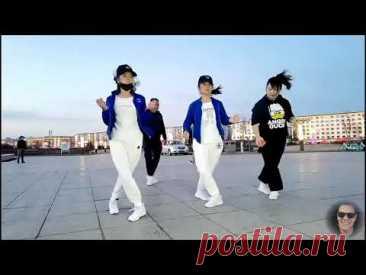 Обалдеть как красиво, девушки танцуют, под песню Кайрата Нуртаса Сенi Суйем - смотреть всем.