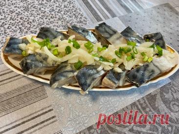 Спасибо теще, узнал суперский рецепт засолки рыбы без уксуса, как скумбрии так и сельди, получается супер, делюсь | Сам поешь и жену удиви | Яндекс Дзен