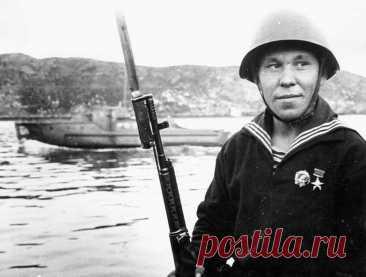 История морпеха Василия Кислякова. Он в одиночку убил более 100 немцев, а «Золотая Звезда» спасла жизнь.