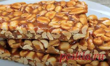 По 200 граммов арахиса и сахара. Если их смешать, получится десерт, который кондитеры продают как золото