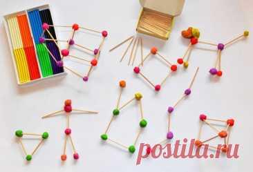 Креативный конструктор своими руками  Материал: - пластилин (подойдет уже ранее использованный, в котором намешаны разные цвета) - зубочистки  Ход работы:  Всё очень просто - катаем шарики и скрепляем их зубочистками. Играем в несколько подходов - строим геометрические фигуры (круг, квадрат, звезда, многоугольник, ровные и ломаные линии), потом плоские предметы (елочки, лодочки, цветы, солнышко), дальше переходим к объему (домики, пирамидки, человечки, животные). Иг...