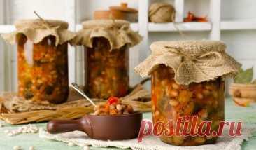Салат из баклажанов с фасолью на зиму - Лайфхакер
