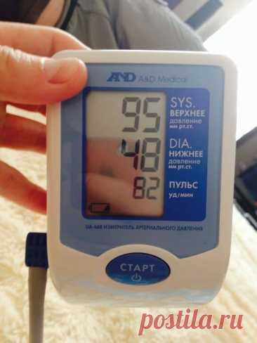 Пониженное и низкое давление: 100, 90, 80, 70, 60 на 60 и ниже    Под артериальным давлением понимают давление, которое кровь производит на сосудистые стенки. Параметр, который удается получить при помощи тонометра, представляет собой число, показывающее разницу между кровяным и атмосферным давлением.    При этом прибор показывает 2 параметра – верхний и нижний. Верхняя цифра помогает определить систолическое давление. Это показатель кровяного давления, который наблюдается...