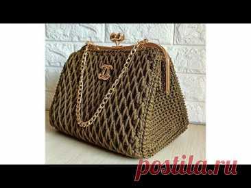 Вязаная крючком сумка с металлическим каркасом улей элегантного дизайна и проста в реализации.