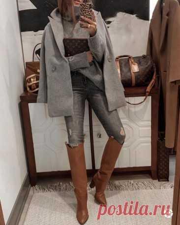 Стильные зимние образы с джинсами для дам за 40