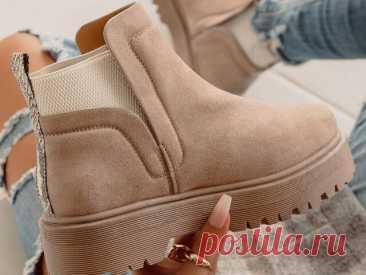 Модные ботинки осень-зима 2021-2022: гармоничное сочетание внешнего вида и комфорта В осенне-зимнем сезоне актуальны разные модели ботинок. Они призваны подчеркнуть совершенность стильных образов. Ботинки славятся своей комфортностью. В них можно передвигаться на длительные расстояния и при этом чувствовать себя великолепно. В этом и состоит главное преимущество, ведь в такой обуви можно каждый день выглядеть красиво и практично.