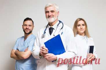 5 распространённых мифов о врачах Все мы время от времени болеем. И каждый из нас хочет получать в этот нелёгкий период помощь от человека, которому доверяет. К сожалению, пациенты на удивление мало знают о тех, кто их лечит. Сегодня мы развеем самые известные заблуждения о врачах …