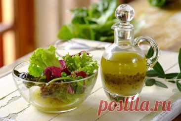 Греческий соус Ингредиенты: оливковое масло — 0.5 стакана зубчик чеснока — 1 шт сок лимона — 0.25 стакана сушеный орегано — 1 чайная ложка соль — 0.5 чайной ложки черный перец — по вкусуПриготовление:1. Выдавливаем зубчик чеснока.2. Берем чистую небольшую банку и...