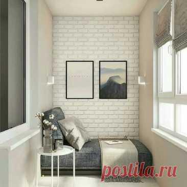 Лоджия с диванчиком и столиком для напитков или цветов! Милота серо-белого цвета.