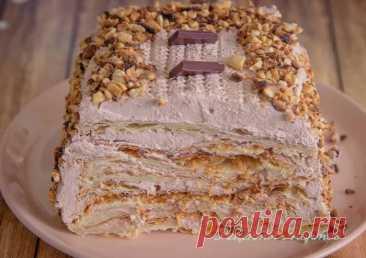 Слоeнный торт c какао-крeмом и арахиcом