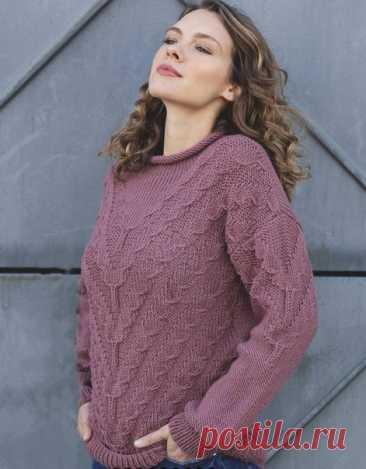 Описание модного пуловера, связанного спицами