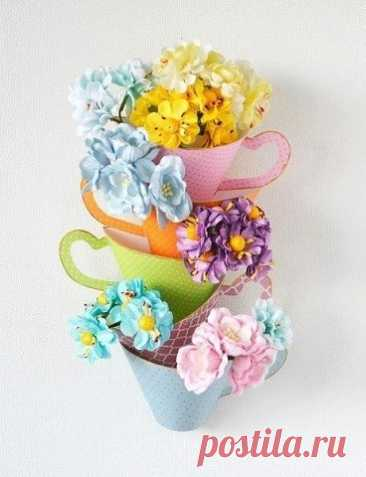 Набор чашек с цветами Набор чашек с цветамиЦветы можно сделать с детьми по любой из технологий или использовать готовые искусственные цветы.В мастер-классе показано создание бумажных чашек.