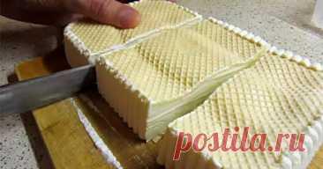 Как приготовить тот самый пломбир из детства: 2 ингредиента плюс вафли! Взбил, залил — и в морозилку.