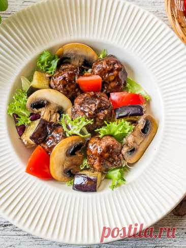 Рецепт теплого салата с азиатскими фрикадельками на Вкусном Блоге