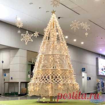 Макраме ёлка https://vk.cc/c70BT6  Макраме елка и снежинки идеальный вариант для встречи Нового года в тёплых странах… #diy #рукоделие #своимируками #творчество #втораяулица #secondstreet