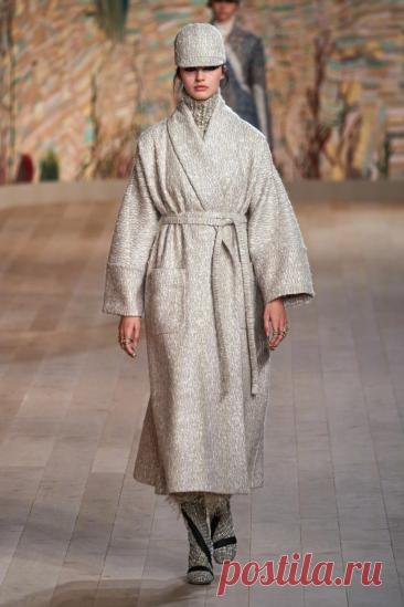 Christian Dior Fall 2021 Couture Fashion Show | Vogue