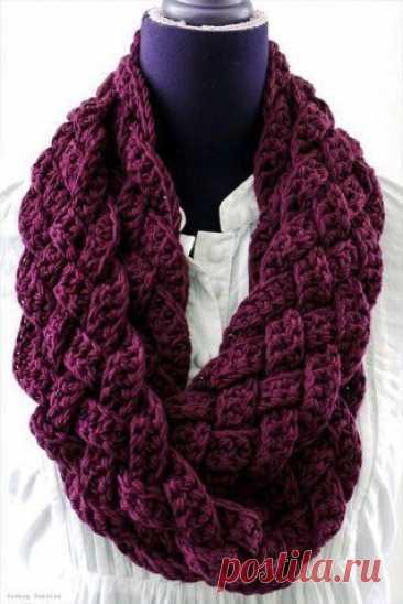 Необычный плетеный снуд Необычный плетеный снудНеобычный плетеный снуд даже немного теплее, чем простой, который связан как обычно. В этом случае вяжут очень плотно и не делают утолщений. Он тоже будет вязаться по спирали.
