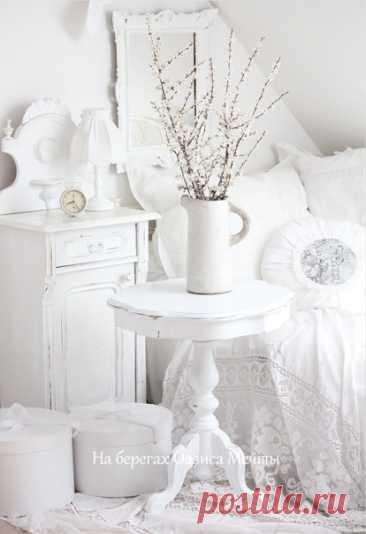 Уютный дом ... Хозяйка-Нежность ... Так хочется остаться в нем! Там доброта, тепло и щедрость ... и запах сдобы за столом... Легко … спокойно … так бывает ... как будто здесь когда-то жил... Покой с беспечностью витают ... и ты проблемы отпустил…