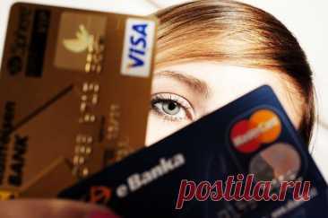 Банки смогут блокировать операции с картами при подозрении на хищение В настоящий момент банки могут также блокировать подобные операции, но только в случаях, если владелец карты обратился с жалобой в банк