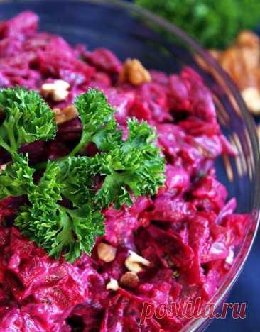 Не шуба и не винегрет. Вкусный свекольный салат, который исчезает со стола быстрее дорогих закусок   КУЛИНАРНЫЙ ТЕХНИКУМ   Пульс Mail.ru