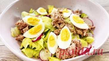 Салат с тунцом консервированным Салат с тунцом консервированным - быстрый и простой рецепт. Салат на каждый день и на праздничный стол.▶ Смотрите еще Что вкуснее? САЛАТ С ТУНЦОМ за 2$ или за 20$ Ингредиенты (на 2 порции):  Тунец консервированный - 180 г. Лимон (лайм) - 1/2 шт. Горчица - 1 ч.л Мед - 1 ч.л Соль, черный...