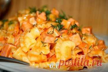 Люблю побаловать родных – Макароны с колбасой и сыром