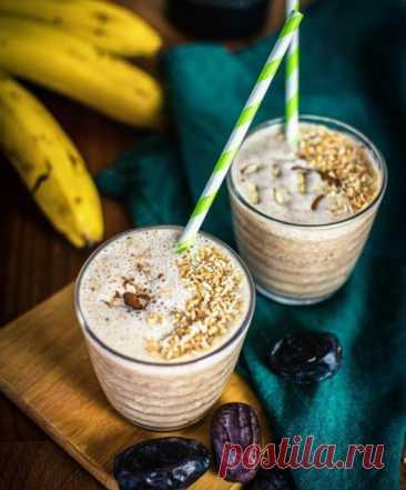 Банановый коктейль с финиками