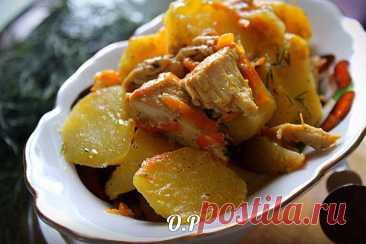 Las patatas cojonudas, tushennaya con la gallina en la leche. ¡Es sabroso y de un modo original!