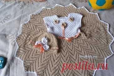 Вязаное детское платье и шапочка. Работы Наталии