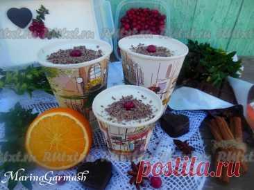 """Домашнее мороженое из сливок и сгущенки от Марины Гармаш  Предлагаю приготовить очень вкусное домашнее мороженое из сливок и сгущенки, которое понравится и деткам, и взрослым. Это лакомство, напоминающее """"Пломбир"""", можно готовить в любое время года. Для того чтобы разнообразить вкус и внешний вид в мороженое можно добавить натуральные красители (например, шпинат, ягоды и фрукты). А если красиво оформить коробочку с мороженым, украсив ягодами, фруктами или шоколадом, можно ..."""