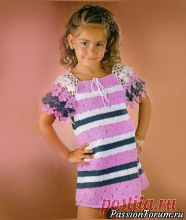 Платье с рукавами из цветов | Детская одежда крючком. Схемы Размер:на 6-7 летВам потребуется:пряжа «Джине» (50% хлопок, 50% акрил, 160 м/50 г) - по 100 г белого и розового цветов, 50 г цвета джине,спицы №2,5, крючок №2.Основной узор:вяжите по схеме 1. На схеме приведены только лиц. ряды, изн. ряды вяжите по рисунку.Плотность вязания:25 п. х 28...