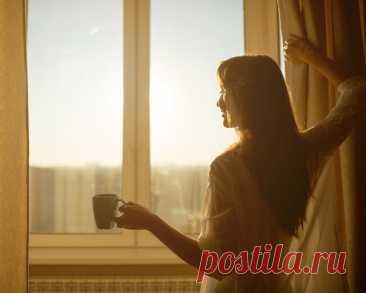"""Напишите мелом утром рано-рано На асфальте строчку """"Я счастливой стану…"""" Ангел наши мысли пишет на листочек, Так что избегайте негативных строчек...  © Ирина Самарина-Лабиринт"""