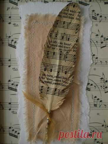 Винтажное перо для декора Винтажное перо для декораВинтажное перо для декора создается на основе нотного стана.Оно отлично смотрится вместе с серьезной старинной книгой.