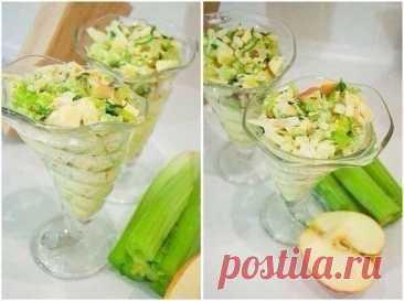 Салат красоты На 100 г-47 ккал.Приготовьте освещающий зеленый салат.Нарежьте крепкое зеленое яблоко на кубики, мелко порубите корень сельдерея и корень петрушки. Заправьте натуральным йогуртом без добавок и приправьте зеленью.Действие: сельдерей обладает жиросжигающим действием и помогает в ускорении...