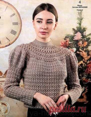 Пуловер крючком с круглой кокеткой.