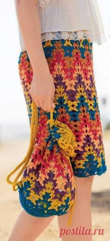 """Радужная юбка крючком. Добавила еще несколько узоров """"зиг-заг"""" крючком, используя которые можно получить в результате не менее эффектную юбку."""